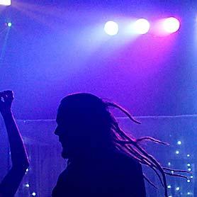 Hudba DJ Pitoczky - svetelné efekty, veselý tanec.