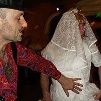 Svadobný DJ, ponuka nahradnej nevesty.