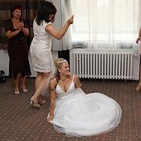DJ hudba, svadobný tanec - unavená nevesta.