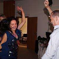 Svadobná hudba a tanec.