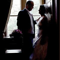 Svadobná fotografia pri okne. - Betliar 2013.
