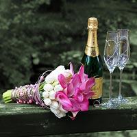 Svadobná fotografia Kvety, šampanské, poháre - park kaštieľ Betliar 2013.
