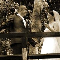 Svadobná fotografia - na mostíku v záhrade kaštieľ Betliar 2013.