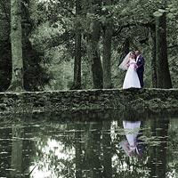 Svadobná fotografia pri jazierku - park kaštieľ Betliar 2013.