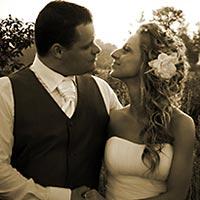 Romantické svadobné foto v prírode.