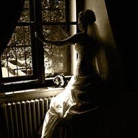 Svadobné foto Pri okne - kaštieľ Budimír.