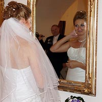 Svadobné foto Pri zrkadle - kaštieľ Budimír.