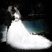 Umelecká fotografia, svadobné foto Barca. Svadobné šaty s dlhým závojom.