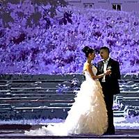 Svadobné foto tanec v parku.
