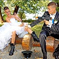 Svadobné foto s humorom.