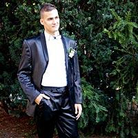 Ženích v plnej kráse - pekný oblek pre ženícha.