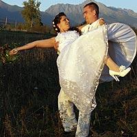 Romantické svadobné foto pod tatrami. Pribylina, Vysoké Tatry.