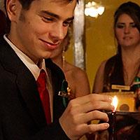 Pálenie sviečky.